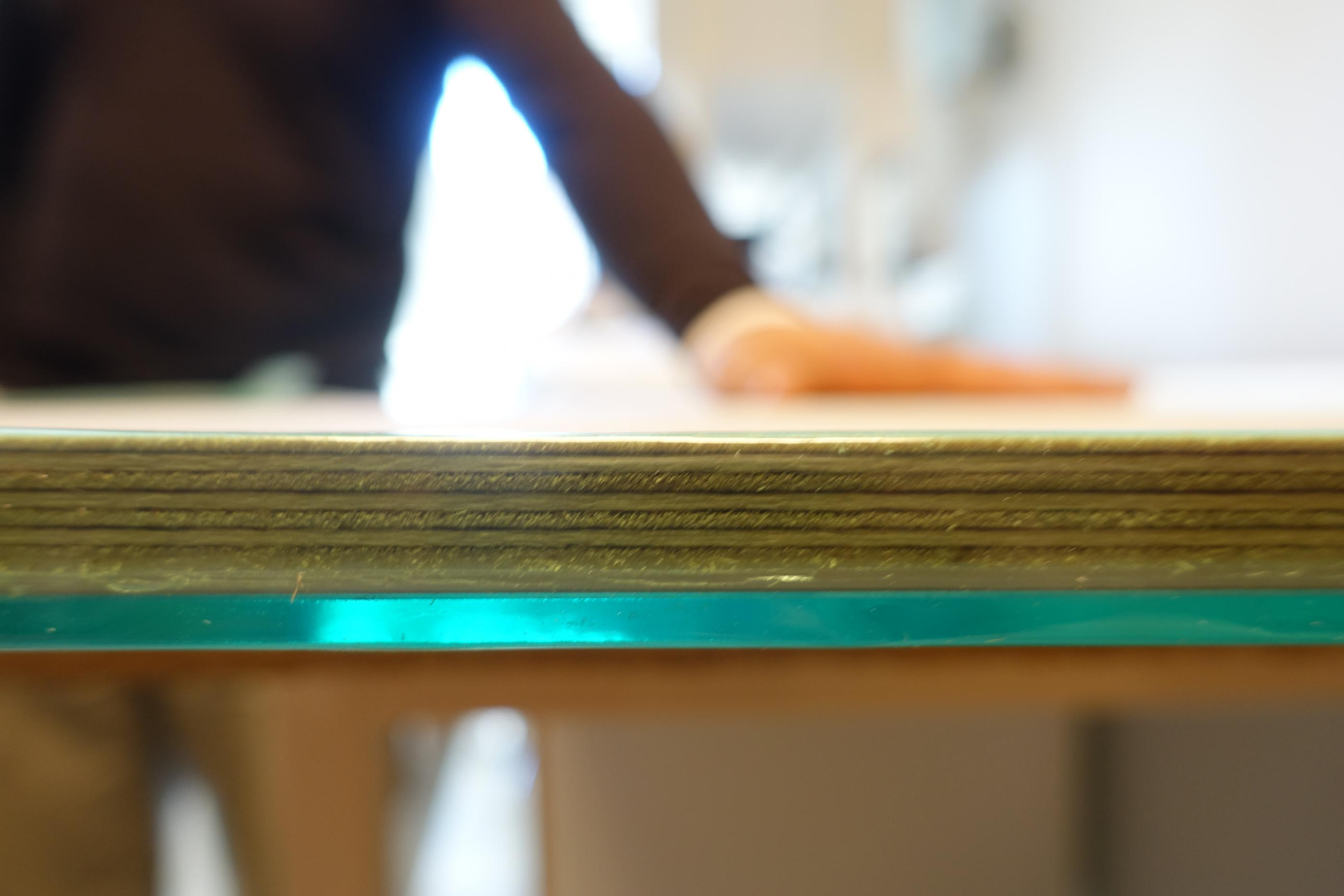 Laminated glas and wood